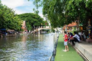 泰國水上市場 曼谷水上市場 Kwan-Riam Floating Market 僧侶佈施
