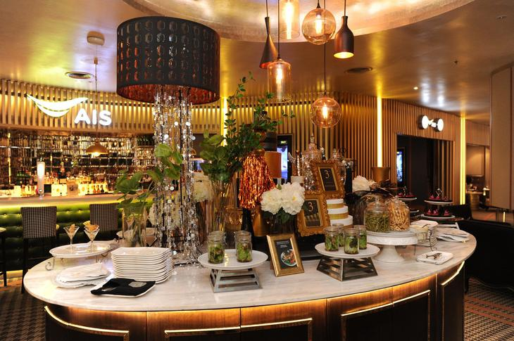 Embassy Diplomat Screens by AIS採自助式,享各种轻食与饮品任取。