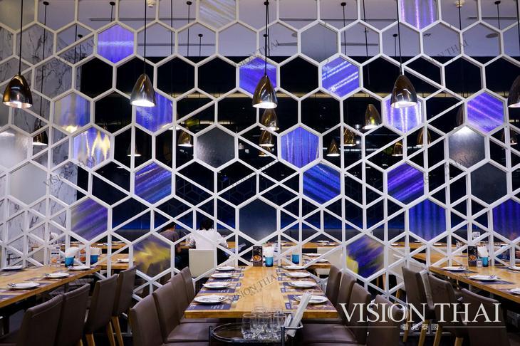 藍嘉隆海鮮酒家分店之一,位在暹羅百麗宮,用餐環境舒適。