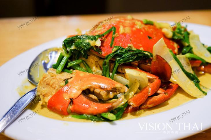 藍嘉隆海鮮酒家必吃咖哩炒蟹,擄獲不少饕客的胃。