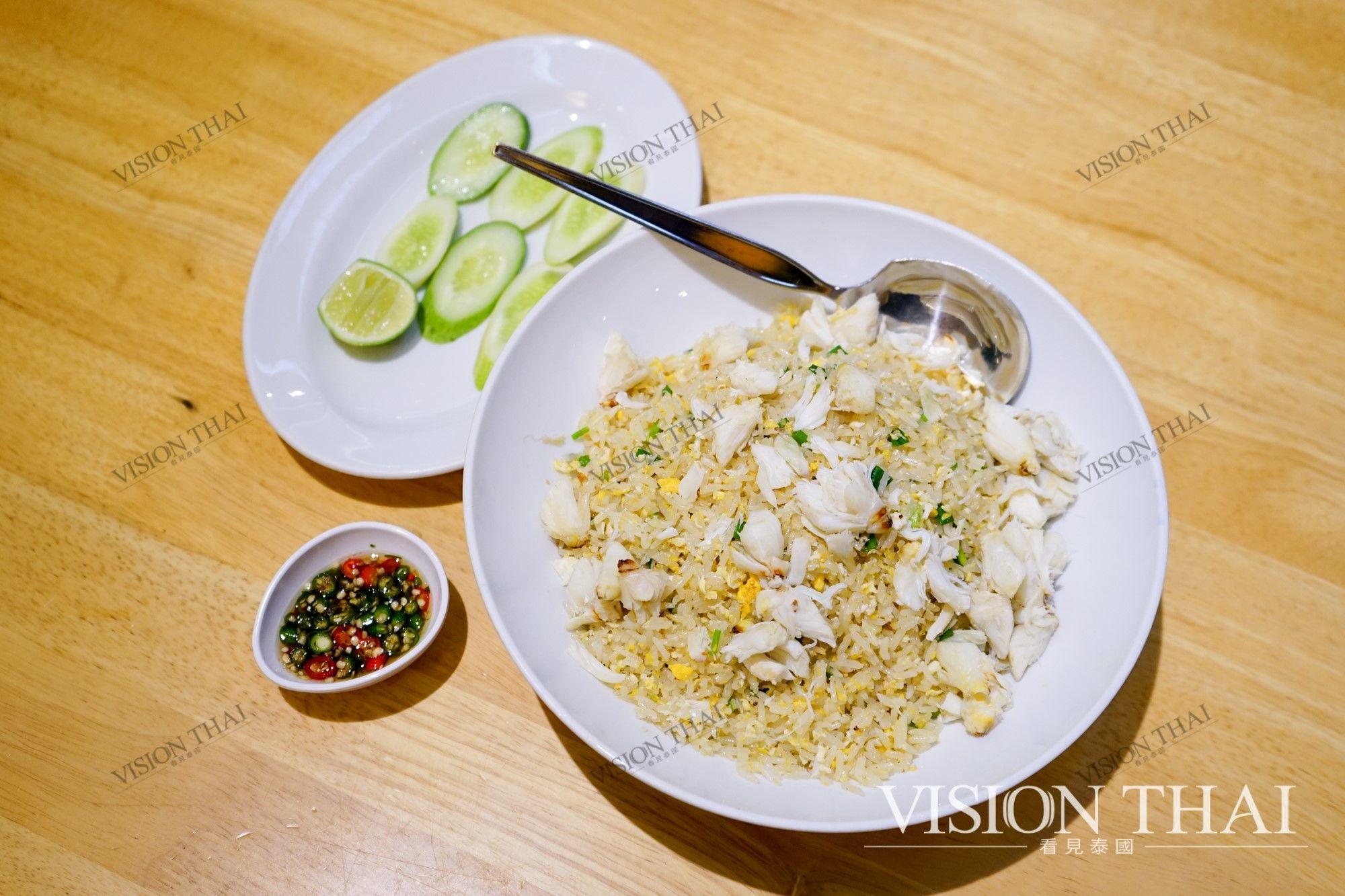 可試試搭配特製醬料,蟹肉炒飯入口瞬間變得更有滋味。