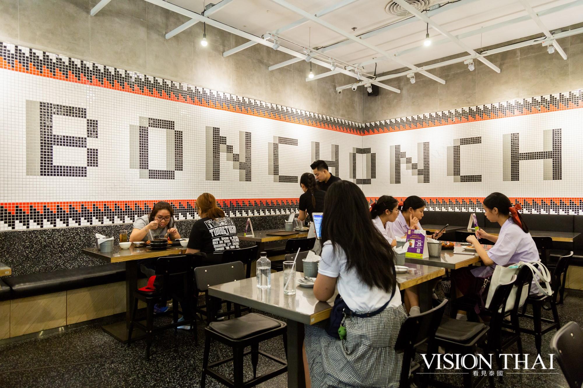 泰國本村炸雞是泰國年輕人最熱愛的聚餐餐廳之一