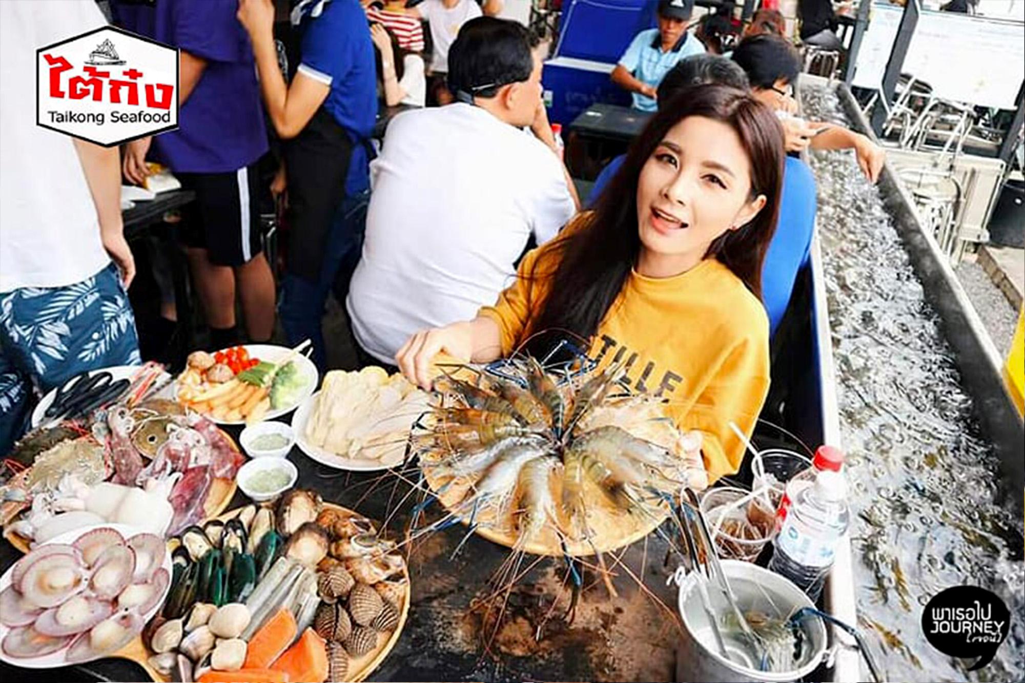 曼谷Taikong流水虾海鲜餐厅,超人气烤虾吃到饱。