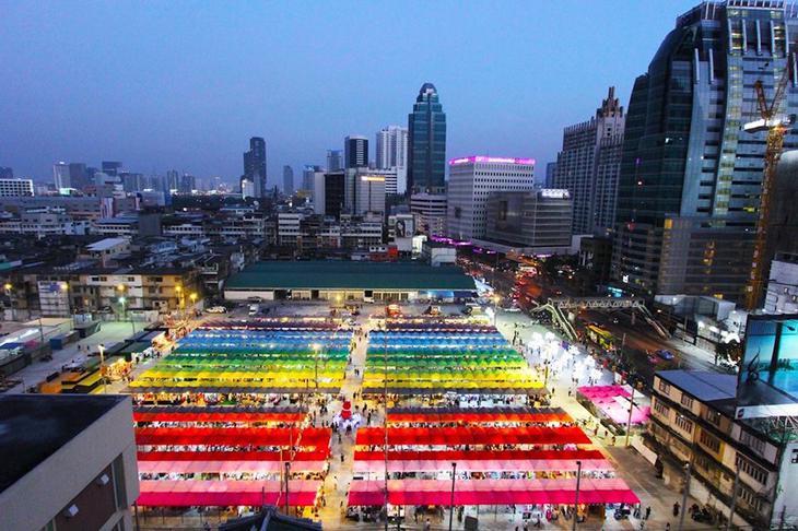 曼谷霓虹夜市