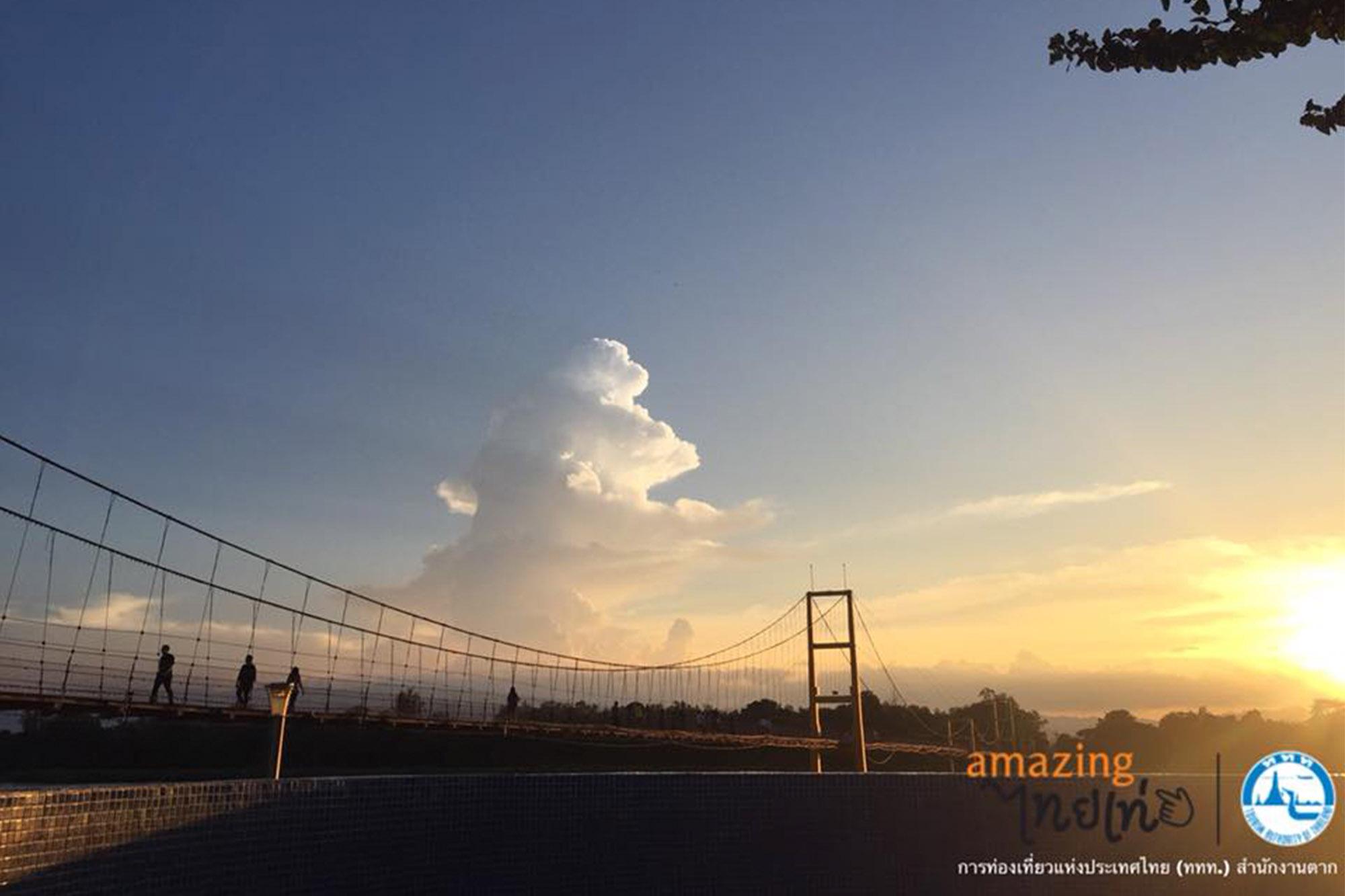 達府 拉達那哥欣二百年紀念橋 達府 水燈節 Rattanakosin Song Roi Pi Bridge 椰子殼 水燈 tak 水燈節
