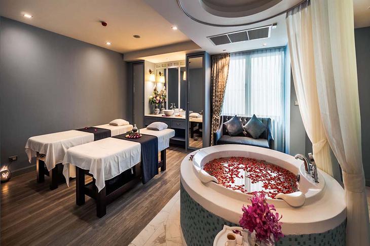 曼谷珍Treasure Spa暹羅廣場店,雙人按摩房附浴缸。