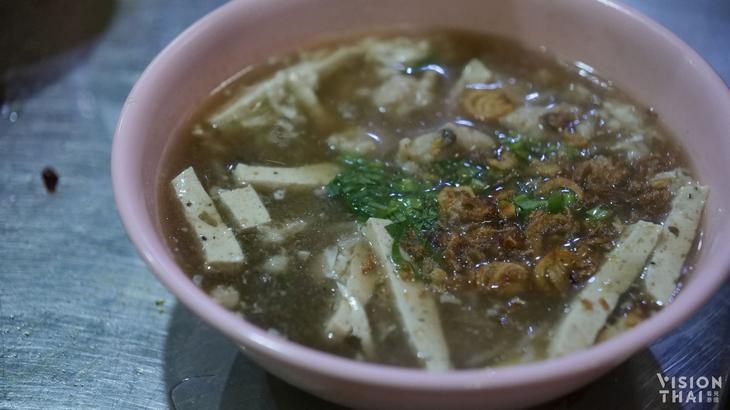 烏汶越式粿汁,位在是隆路的排隊美食。