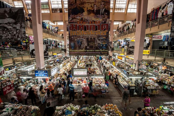 清邁瓦洛洛市場是百年老市場,攤位豐富,可以買到特別的清邁小吃。(網路圖片)