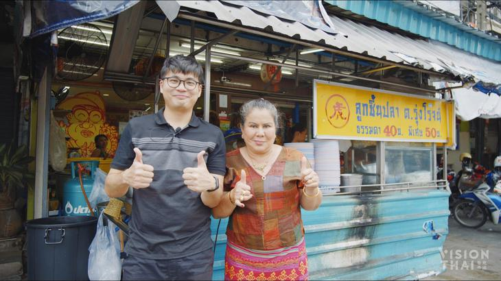右为曼谷老虎面老板Jae Daeng红姐(VISION THAI 看见泰国)