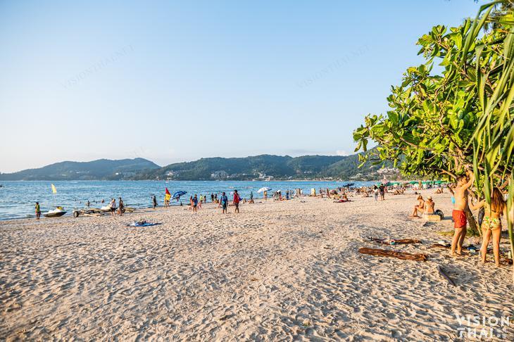普吉島班泰希爾頓逸林度假村步行即達芭東海灘,相當方便。