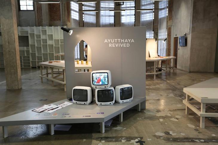 拉差丹農現代藝術中心有多個展覽室與播放室