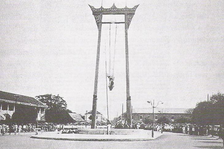 曼谷紅色大鞦韆於1784年以柚木建造