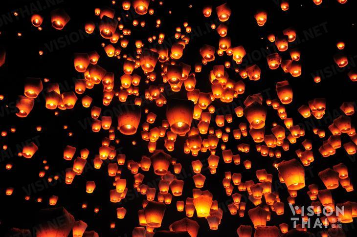 清邁天燈節萬人場面非常壯觀,是知名節日(VISION THAI 看見泰國)