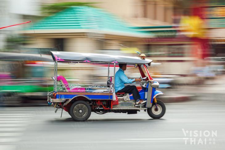 嘟嘟車是來泰國旅遊必體驗的交通方式(VISION THAI 看見泰國)