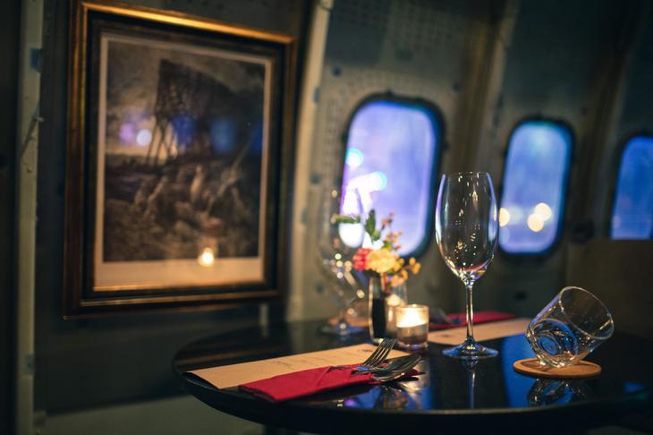 曼谷ChangChui园区内的L-1011三星客机,摇身一变成为前卫的餐厅。