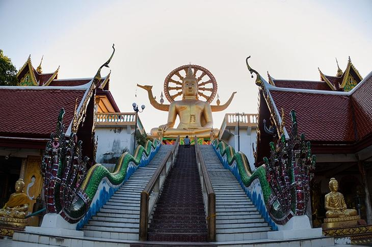 大佛寺(Wat Phra Yai;วัดพระใหญ่)(圖片來源:TAT泰旅局)